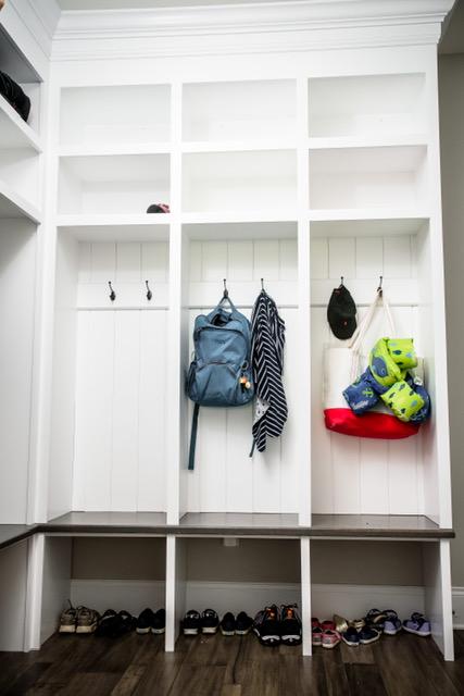 Cabinets/Shelving 7